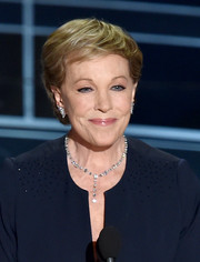 Julie Andrews spoke onstage at the 2015 Oscars wearing a stylish short 'do.