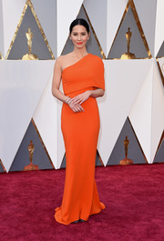 Olivia Munn's orange Stella McCartney one-shoulder gown at the Oscars was oh-so-elegant in its simplicity!