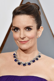 Tina Fey showed off a luxurious gemstone collar necklace by Bulgari at the Oscars.