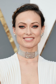 Olivia Wilde accessorized with a gorgeous diamond and pearl choker by Neil Lane.