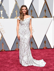 Maria Menounos went glam in an Art Deco-inspired off-the-shoulder gown by Christian Siriano for the Oscars.