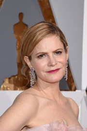 Jennifer Jason Leigh accessorized with pearl chandelier earrings by Piaget for added sophistication.