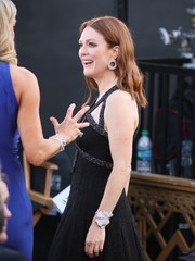 Julianne Moore attended the Oscars wearing a scuptural diamond cuff by Chopard.