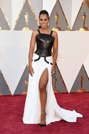 Kerry Washington brought some edgy glamour to the Oscars red carpet with this black-and-white leather gown by Atelier Versace.