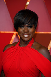 Viola Davis looked youthful and edgy with her short emo cut at the 2017 Oscars.