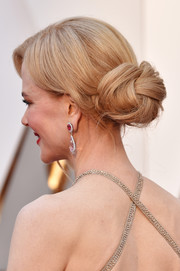 Nicole Kidman styled her hair into a loose, twisted bun for the 2017 Oscars.