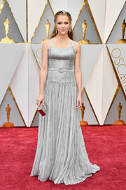 Teresa Palmer matched her dress with a silver box clutch by Edie Parker.