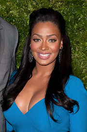 La La Anthony looked oh-so-lovely at the CFDA/Vogue Fashion Fund Awards with her teased half-up half-down 'do.