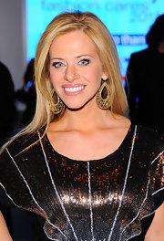 Dina Manzo opted for gold dangling earrings at the 8th Annual Jeffery Fashion Cares.