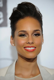 Alicia Keys wore cool retro sweeps of liquid liner and a pair of feathery false lashes at the 8th Annual Keep a Child Alive Black Ball.