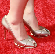 Jenna showed off her gold metallic pumps while hitting the red carpet at the TV Land Awards.