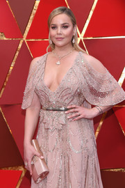 Abbie Cornish paired a blush Roger Vivier satin clutch with a beaded cold-shoulder dress for the 2018 Oscars.