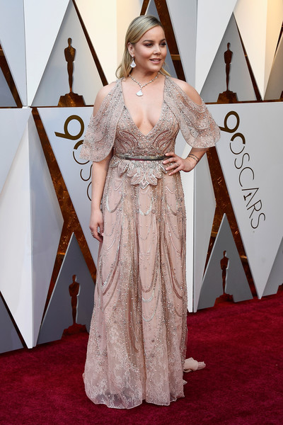 Abbie Cornish stunned in a hand-beaded blush cold-shoulder gown by Elie Saab Couture at the 2018 Oscars.