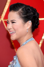Kelly Marie Tran styled her hair into a knotty updo for the 2018 Oscars.