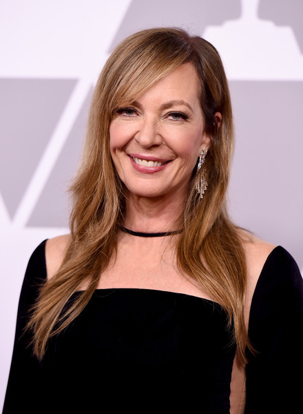 Allison Janney sported a layered cut with side-swept bangs at the 2018 Academy Awards nominees luncheon.