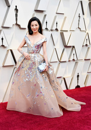 Michelle Yeoh looked downright regal in an embellished off-the-shoulder ballgown by Elie Saab Couture at the 2019 Oscars.