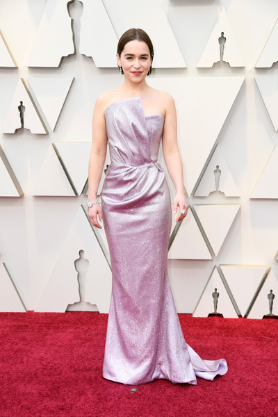 Emilia Clarke looked impeccable in a strapless lavender gown by Balmain at the 2019 Oscars.