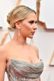 Scarlett Johansson rocked an edgy French twist at the 2020 Oscars.