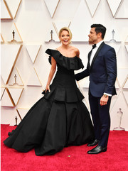 Kelly Ripa got majorly glam in a one-shoulder black ballgown by Christian Siriano at the 2020 Oscars.
