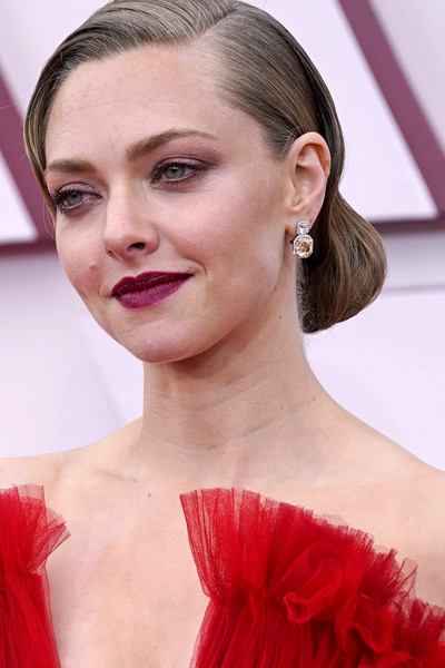More Pics of Amanda Seyfried Chignon (1 of 35) - Chignon Lookbook - StyleBistro [forehead,skin,lip,chin,eyebrow,shoulder,eyelash,muscle,smile,lipstick,amanda seyfried,forehead,hair,hair,hair coloring,detail,gown,california,los angeles,annual academy awards,hair,hair coloring,brown hair,human hair color,bun,long hair,haute couture,gown / m,long hair / m,forehead]