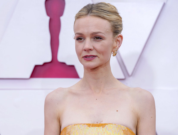 Carey Mulligan kept it simple with this center-parted bun at the 2021 Oscars.