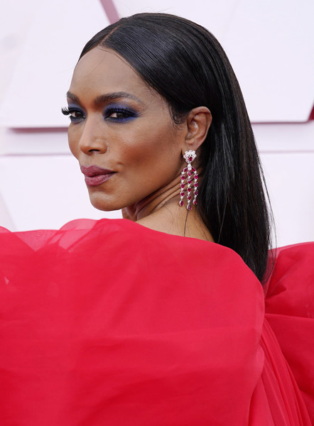 Angela Bassett's sapphire eyeshadow made a gorgeous contrast to her red gown.