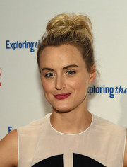 Taylor Schilling perked up her beauty look with a raspberry lip.