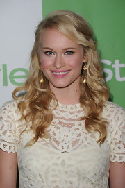 Leven paired her dangling gold earrings with long curls.