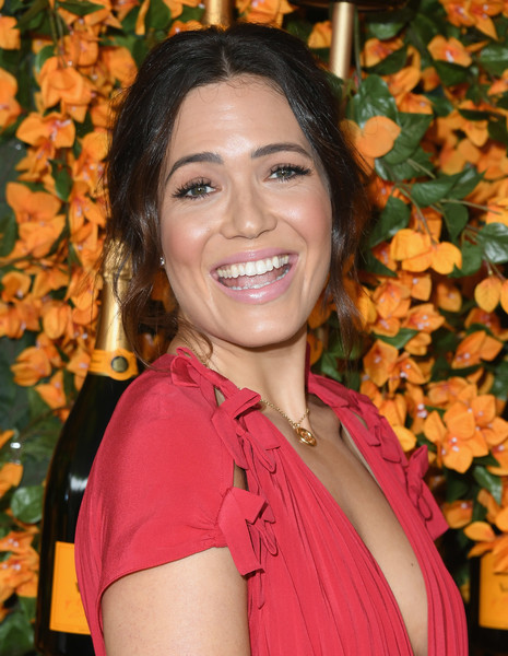 More Pics of Mandy Moore Messy Updo (1 of 16) - Mandy Moore Lookbook - StyleBistro [hair,lady,beauty,smile,fawn,makeover,arrivals,mandy moore,los angeles,pacific palisades,california,will rogers state historic park,veuve clicquot polo classic]