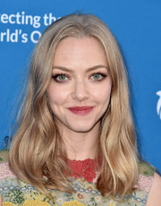 Amanda Seyfried was casually coiffed with this subtly wavy, center-parted 'do at the Concert for Our Oceans.