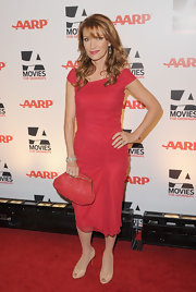 Jane Seymour looked sophisticated in nude knotted peep toe pumps.