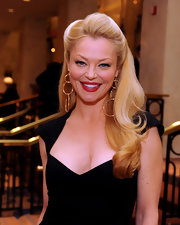 Charlotte Ross looked ultra glamorous with her Old Hollywood hairstyle. A pop of red lipstick was the perfect way to finish off her look.