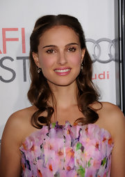 Natalie Portman was  radiant as she walked the red carpet at the 'Black Swan' screening wearing 19th Century diamond drop earrings.