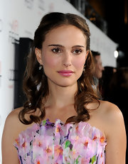 Natalie Portman showed off her honey brown curls while attending the AFI Fest in Hollywood. Her center part curls were the perfect complement to her rosy lip gloss.