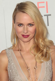 Naomi Watts' played up her pretty pout with a shiny raspberry lipstick at the premiere of 'J. Edgar.'