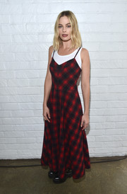 Margot Robbie gave a nod to '90s grunge with this red plaid dress by Miu Miu at the AFI FEST Indie Contenders Roundtable.