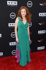 Amy Yasbeck wore a light emerald V-neck gown with a ruched ruffle detail.