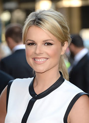 Ali Fedowtowsky looked fresh-faced and glowing at the premiere of 'Blue Jasmine' were she opted for a simple nude lip.