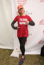 Renee Zellweger stayed comfy in black leggings and her 'Team Nanci' T-shirt at the Walk to Defeat ALS.