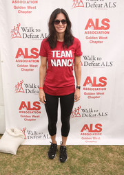 Courteney Cox showed off her super-toned legs in a pair of black capri leggings while attending the Walk to Defeat ALS.