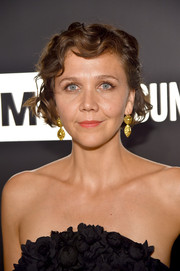 Maggie Gyllenhaal went the retro route with this finger wave at the AMC Emmy after-party.