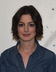 Anne Hathaway kept it simple yet cute with this short wavy 'do at the AOL Build Speaker Series.