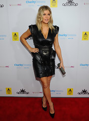 Fergie added shimmer to her sultry look with a glittery pewter box clutch.