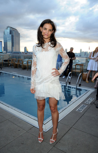 More Pics of Katie Holmes Medium Wavy Cut (1 of 10) - Shoulder Length Hairstyles Lookbook - StyleBistro