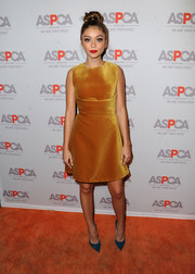 Sarah Hyland's blue Jimmy Choo suede pumps contrasted beautifully with her orange dress.