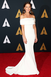 Kate Beckinsale was pure elegance in a white off-the-shoulder gown by Pamella Roland at the Governors Awards.