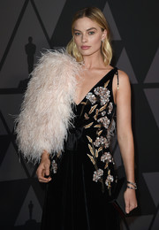 Margot Robbie went for total glamour with this pink Prada feather stole and black Altuzarra velvet gown combo at the Governors Awards.