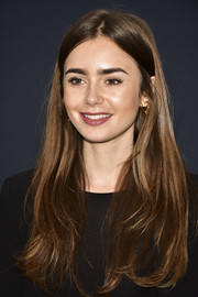 Lily Collins sported a casual center-parted hairstyle at the Academy Nicholl Fellowships in Screenwriting Awards.