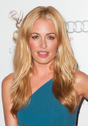 Cat Deeley wore her voluminous blond hair down in thick barely-there waves.
