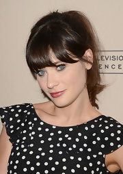 Zooey channeled her signature adorkable style with this retro '50s ponytail.